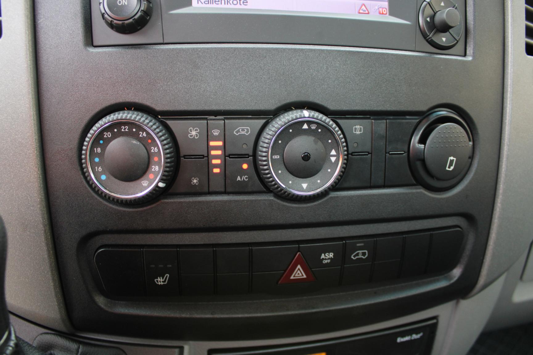 Mercedes-Benz-Sprinter-13