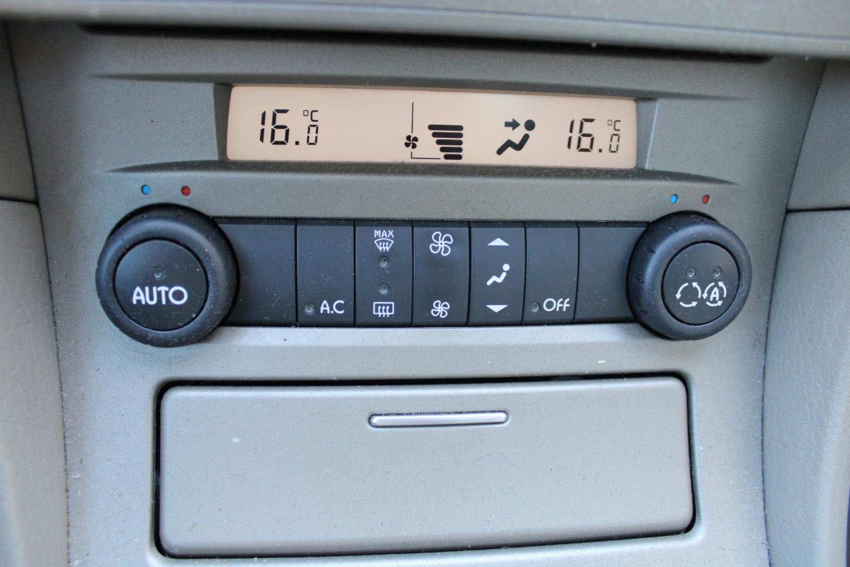 Renault-Vel Satis-11