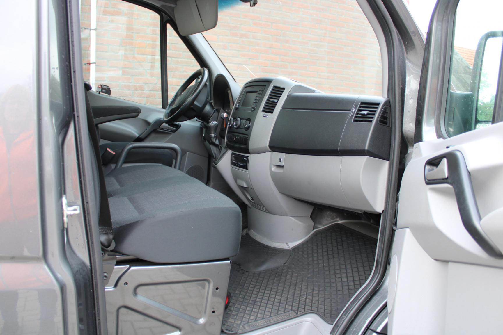 Mercedes-Benz-Sprinter-24