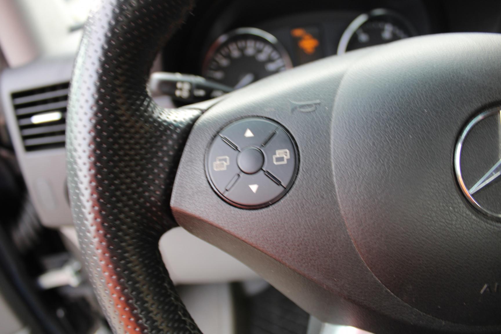 Mercedes-Benz-Sprinter-16